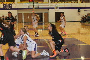 girls bb mcl fight for ball